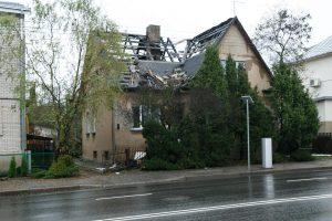 Sukilėlių prospekte namą nuniokojo gaisras: pražuvo dvi katės