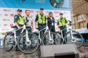 Sostinės policija dovanų gavo dviračių