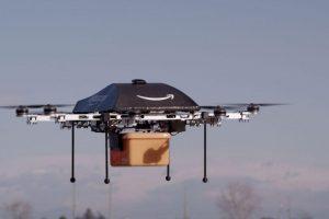 """""""Amazon"""" D. Britanijoje išbandys prekių pristatymą skraidyklėmis"""
