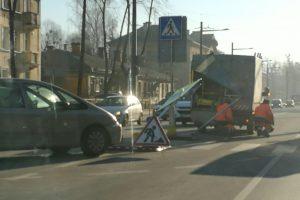 Kauno gatvėse – sunkiai įveikiamos kliūtys vairuotojams