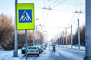 Žongliravimas kelio ženklais: kur dėti automobilius?
