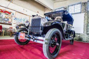 Istoriniai automobiliai kelia ir sumaištį