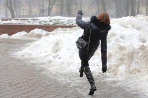 Būkite atsargūs: šaltis jau žeria traumas
