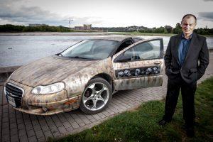 Automobilį išpiešė kaukolėmis: bando prisijaukinti mirtį
