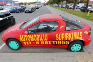Ant palūžusių mašinų – nelegalios reklamos