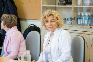 Kosmetologų mokytojai išlygintas veidas – negražus