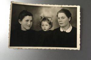 Atsiliepė žydų gelbėtojos artimieji