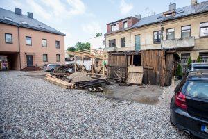 Senus sandėlius pakeis nelegali statyba?