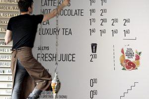 Dėl kavos baro Klaipėdoje angliško meniu – aistros