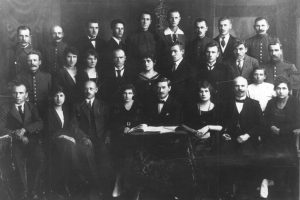 Tarpukario laikus menančioje nuotraukoje – pirmoji Seimo kanceliarija