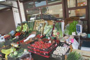 Turgaus prekeiviai neskuba mažinti uogų ir daržovių kainų
