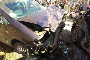 Prie Išlaužo – moterų vairuojamų mašinų kaktomuša, trys žmonės sužeisti