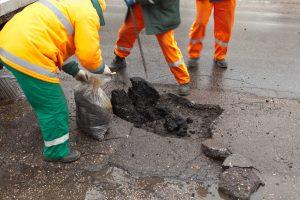 Kiek didmiesčiai šiemet skirs lėšų gatvių remontui?