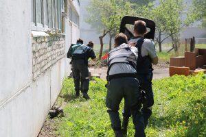 Mokykloje šaudo, policija šturmuoja pastatą – gerai, kad tik pratybos