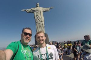 Lietuvos krepšininkai įsiamžino prie Rio Kristaus Atpirkėjo statulos