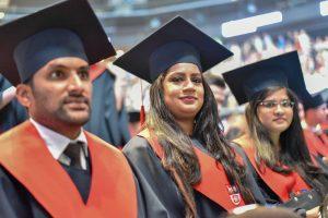 Tarp šiųmečių absolventų – ir įžymybės, ir piršlybos