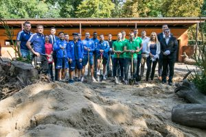 Futbolininkai sutvarkė stumbryną Lietuvos zoologijos sode