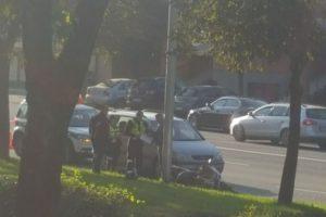 Viešojo saugumo pareigūno automobilis Kaune susidūrė su motociklininku
