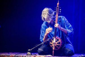 Mistinė kelionė su persų muzikos meistrais K. Kalhor ir E. Erzincan