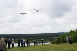Ant Netonių kalno įamžintas pirmasis Lietuvos sklandytojų skrydis