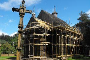 Pradėta tvarkyti medinė Palūšės bažnyčia