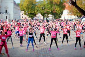 Krūties vėžiu sergančios moterys nepasiduoda - ruošiasi bėgimo varžyboms