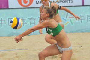Moterų paplūdimio tinklinio pora Kinijoje iškovojo bronzą