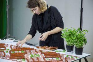 Naujas J. Vaitkutės darbas – jubiliejinė juosta iš mėsos