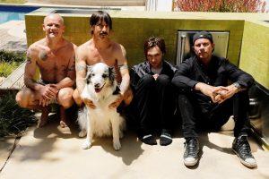 """Įspūdingas """"Red Hot Chili Peppers"""" šou lietuvių laukia Latvijoje"""