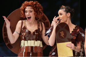 Saldi Paryžiaus mada: čia vilioja ir šokoladinių drabužių šou