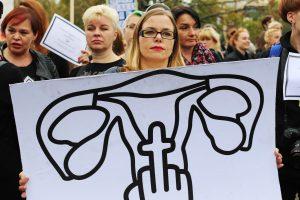 Dėl siūlomo abortų uždraudimo – masinis lenkių streikas