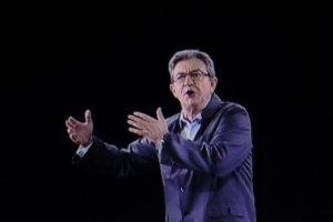Kandidatas į Prancūzijos prezidentus renginiuose pasirodė kaip holograma