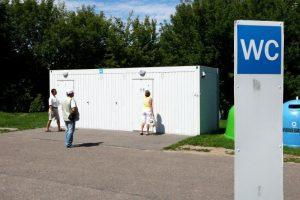 Teismas: auksinio tualeto bylos veikėjai – nekalti