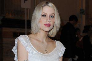 B. Geldofo dukters skrodimas mirties priežasties neatskleidė