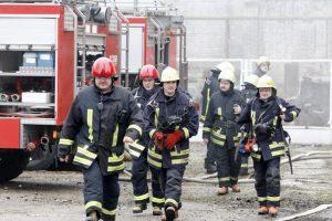 Savanoriais ugniagesiais dirba po tarnybos besiilsintys gaisrininkai