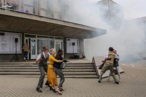 Klaipėdiečius gąsdino sprogimai ir iš teatro virtę dūmai