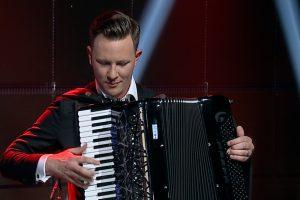 Akordeonistas M. Levickis: savo rankas vadinu traktoristo rankomis