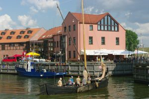 Istorinių laivų krantinės kontūrai