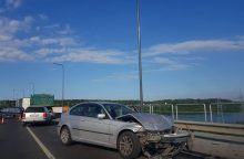 Ant Kauno hidroelektrinės tilto susidūrė trys automobiliai