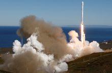 """Po įvykusio sprogimo """"SpaceX"""" pirmąkart paleido ir nutupdė raketą"""