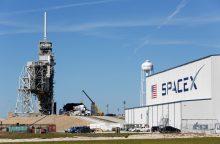 """""""SpaceX"""" atidėjo raketos startą dėl variklio sutrikimo"""