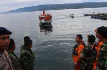Indonezijoje nuskendus keltui dingusiųjų padaugėjo iki 166