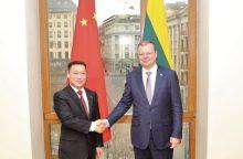 """Augant įtampai dėl """"Huawei"""", S. Skvernelis priėmė Kinijos ambasadorių"""