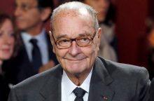 Buvęs Prancūzijos prezidentas J. Chiracas lieka ligoninėje