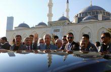 Turkijos prezidentas per maldas sunegalavo