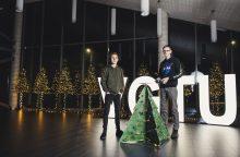 Studentų dovana Kalėdų Seneliui – skraidanti eglutė