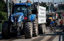 Slovakijoje prie masinių protestų prisidėjo ūkininkai su traktoriais