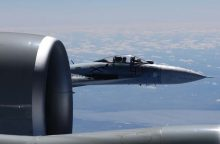 Akibrokštas: rusų naikintuvas pavojingai manevravo prie Švedijos lėktuvo