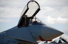 NATO naikintuvai tris kartus kilo lydėti Rusijos orlaivių
