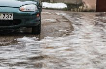 Vairuokite atsargiai: keliuose – plikledis